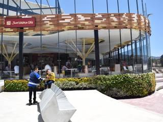 Jardín vertical Exterior: Jardines de invierno de estilo  por Verde & Verde Ingenieros & Arquitectos SAS, Tropical
