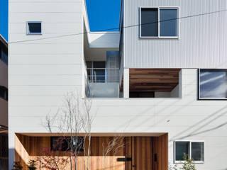 独立した二世帯が集う家: 設計事務所アーキプレイスが手掛けた家です。