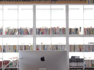 空間芸術研究所/vectorfield architects: 空間芸術研究所/vectorfield architectsが手掛けた書斎です。,モダン