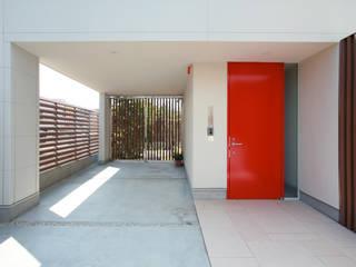 設計事務所アーキプレイス Garajes de estilo moderno