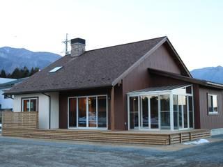 株式会社アートカフェ Balcones y terrazas de estilo rural Blanco