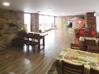 Casa de Campo das Sécias: Salas de jantar  por MHPROJECT,Rústico