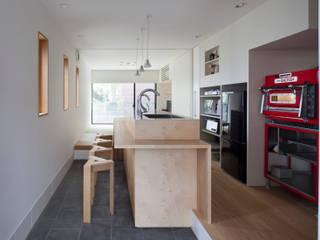 カフェのある家: 設計事務所アーキプレイスが手掛けた廊下 & 玄関です。