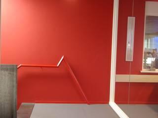 Mannen van Staal:  Kantoor- & winkelruimten door Dick de Jong Interieurarchitekt, Modern