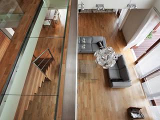 Projekt wnętrz domu w Lędzinach Nowoczesny korytarz, przedpokój i schody od Mono architektura wnętrz Katowice Nowoczesny