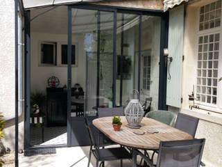 MJ Intérieurs Balcone, Veranda & Terrazza in stile classico
