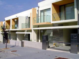 Moderne Häuser von Construções Couto Monteiro Modern