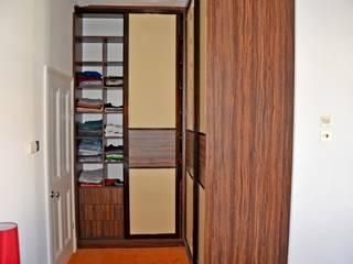 Corner sliding wardrobe installed in the children's room Bravo London Ltd DormitoriosClósets y cómodas