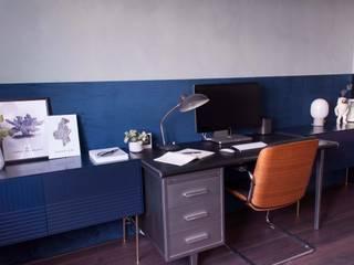 kantoor met betonlook verf en velours behang:  Kantoor- & winkelruimten door Studio Mind
