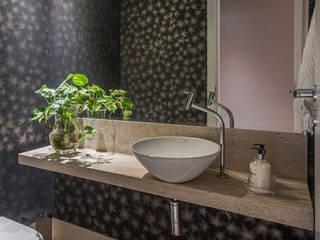 Bagno in stile in stile Moderno di Gislene Soeiro Arquitetura e Interiores