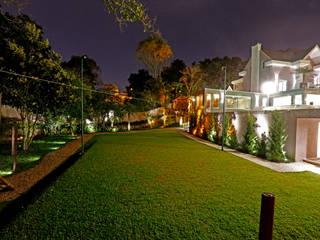 Modern garden by Karin Brenner Arquitetura e Engenharia Modern