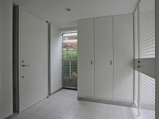 阿佐ヶ谷の家: 設計事務所アーキプレイスが手掛けたガレージです。