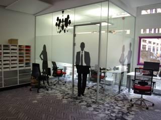Werkplein Leeuwarden:  Kantoor- & winkelruimten door Dick de Jong Interieurarchitekt, Modern