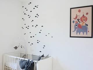 Chambre de bébé - Nurserie pour un petit garçon Chambre d'enfant moderne par SARL Morgane Herve Moderne