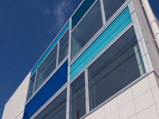 設計事務所アーキプレイス Puertas y ventanas modernas Azul