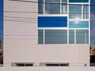 設計事務所アーキプレイス Casas estilo moderno: ideas, arquitectura e imágenes Azulejos