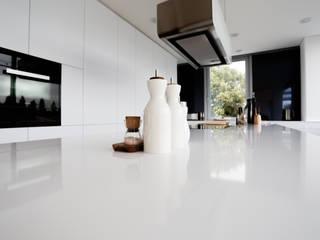 penthouse pur Minimalistische Küchen von roomanddesign.com | Florian Stefan Schafhäutl Minimalistisch