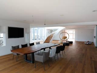 Salle à manger de style  par roomanddesign.com | Florian Stefan Schafhäutl
