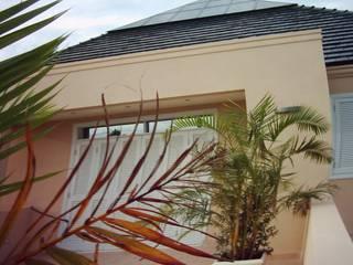 Balcones y terrazas clásicos de homify Clásico