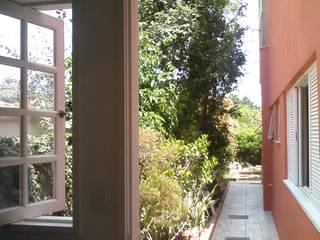 fachada lateral: Casas  por Margareth Salles