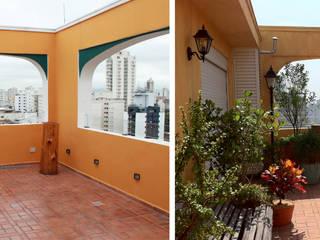 Renata Villar Paisagismo e Arranjos Florais Balcone, Veranda & Terrazza in stile rustico Ambra/Oro