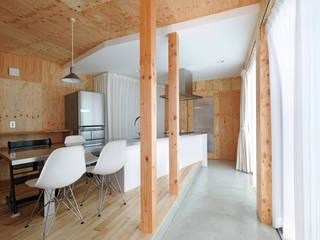 Modern living room by 加門建築設計室 Modern