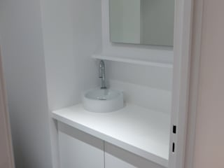 Rénovation appartement 65m² Paris: Salle de bains de style  par Virginie Barnaba Architecture