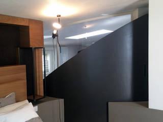 casa MP_SM: Camera da letto in stile  di WhiteArchitetti
