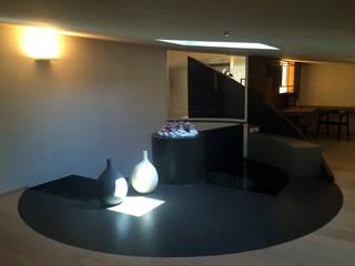 casa MP_SM: Ingresso & Corridoio in stile  di WhiteArchitetti