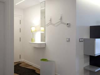 Corridor & hallway by Taralux Iluminación, S.L.