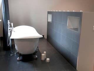 Création salle de bain Paris 8ème Salle de bain minimaliste par Plombier Paris Express Minimaliste