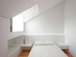 Minimalist bedroom by Ricardo Caetano de Freitas | arquitecto Minimalist