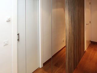 Gemmalo arquitectura interior Modern dressing room Wood-Plastic Composite Brown