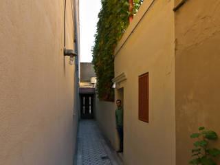 Minimalist corridor, hallway & stairs by Pop Arq Minimalist