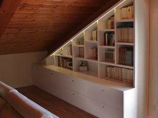 Libreria sottotetto di Universo Legno Moderno Legno Effetto legno