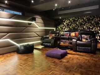 bungalow on boat club road pune Modern media room by Mind Studio Modern