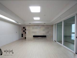 [休] 가족을 위한 자연같은 집 모던스타일 거실 by 비자림인테리어 모던