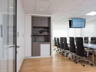 Réhabilitation contemporaine complète de bureaux réHome Salle multimédiaMeubles Bois