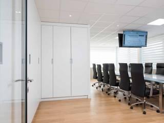 Réhabilitation contemporaine complète de bureaux réHome Espaces de bureaux modernes