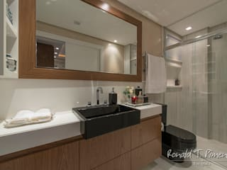 Moderne badkamers van Priscila Koch Arquitetura + Interiores Modern