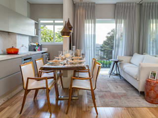 Moderne woonkamers van Priscila Koch Arquitetura + Interiores Modern