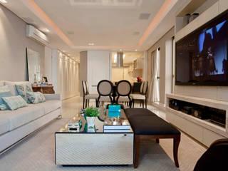 Salones de estilo  de Priscila Koch Arquitetura + Interiores, Clásico
