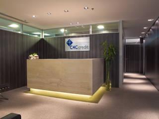 ESCRITÓRIO C4C: Espaços comerciais  por MR18 Arquitetura   Interiores,Moderno