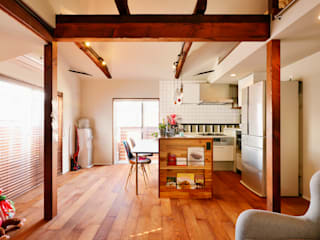 1階に仕事場、2階は明るく心地よいリビングを。子育てしながら仕事ができる住まい。: 株式会社スタイル工房が手掛けたです。