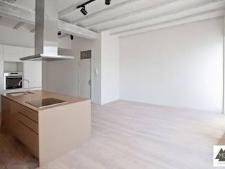 Reforma vivienda Ruzafa: Salones de estilo  de MDF CONSTRUCCION