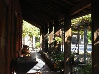 Restauración de Casa Cereda en Maipo por ALIWEN Pasillos, vestíbulos y escaleras coloniales de ALIWEN arquitectura & construcción sustentable - Santiago Colonial