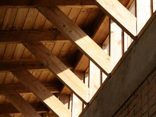 CASA TAU: Ventanas de estilo  por ALIWEN arquitectura & construcción sustentable