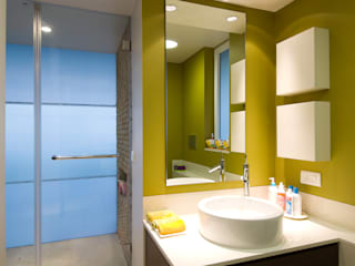 Salle de bains de style  par Dynamic Designss, Moderne