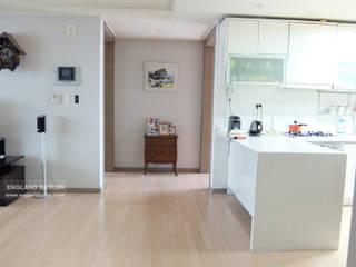 분당 K House (Bundang K House) モダンスタイルの寝室 の 잉글랜드버틀러 モダン