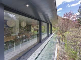 Soleya Balcon, Veranda & Terrasse modernes par Chevallier Architectes Moderne Verre